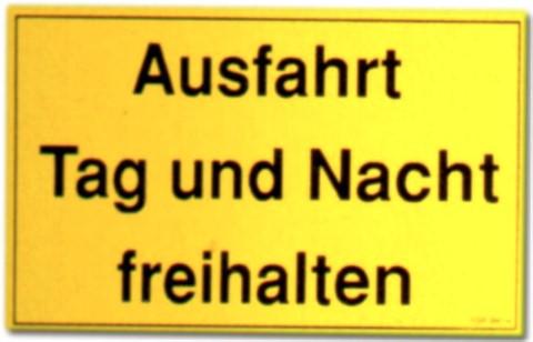 Hinweisschild: Ausfahrt Tag und Nacht freihalten - Schild Warnschild