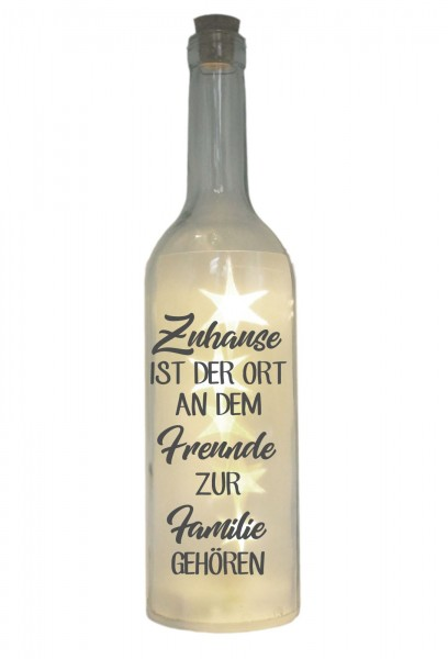 LED-Flasche mit Motiv, Zuhause ist der Ort an dem Freunde zur Familie gehören, grau, 29cm, Flaschen-Licht Lampe mit Text Spruch