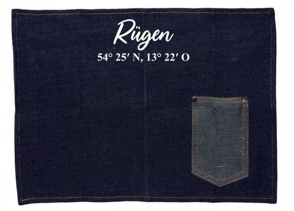 Platzset Jeans-Stoff, Rügen mit Koordinaten, mit Tasche für Messer und Gabel 40x30cm blau weiß Textil-Untersetzer Tisch-Set