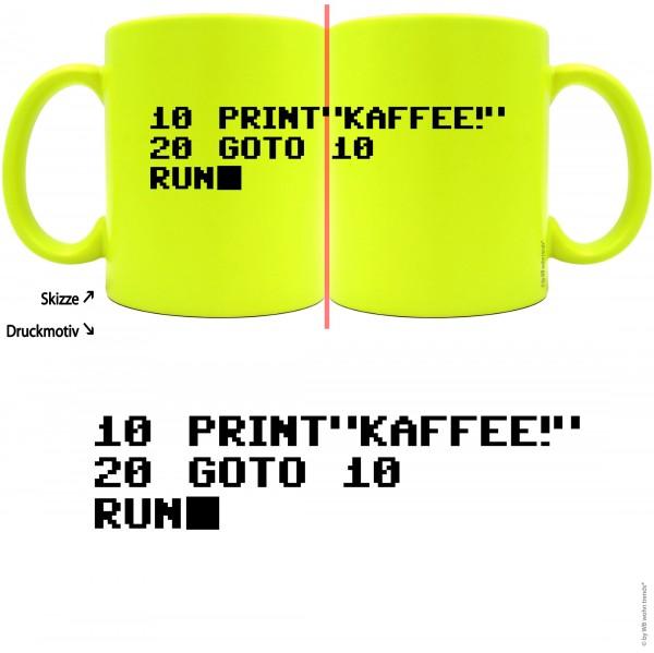 knallige Tasse mit rundum Motiv: Print KAFFEE / Basic Programm ~ Farbe: neon-gelb ~ Kaffee-Becher mit Motiv