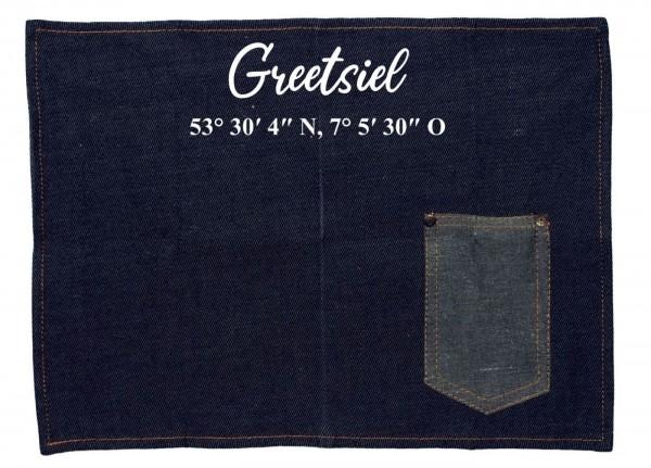 Platzset Jeans-Stoff, Greetsiel mit Koordinaten, mit Tasche für Messer und Gabel 40x30cm blau weiß Textil-Untersetzer Tisch-Set