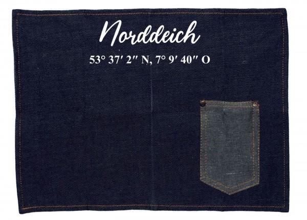 Platzset Jeans-Stoff, Norddeich mit Koordinaten, mit Tasche für Messer und Gabel 40x30cm blau weiß Textil-Untersetzer Tisch-Set